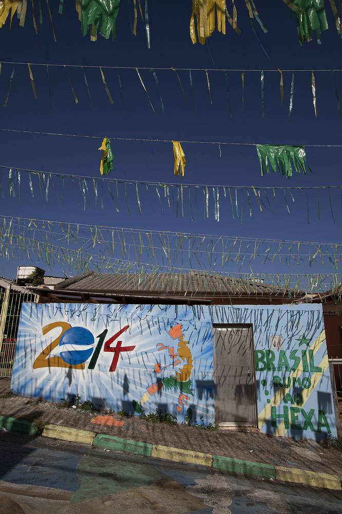 Граффити в районе трущоб Бразиландия на окраине Сан-Паулу