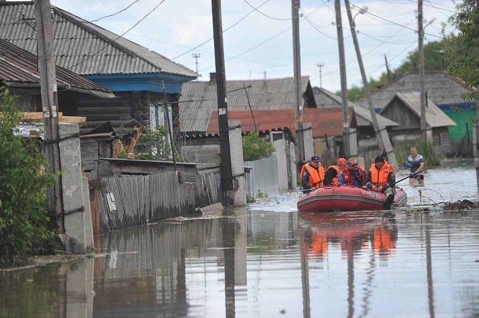 Спасательная операция МЧС в подтопленных регионах