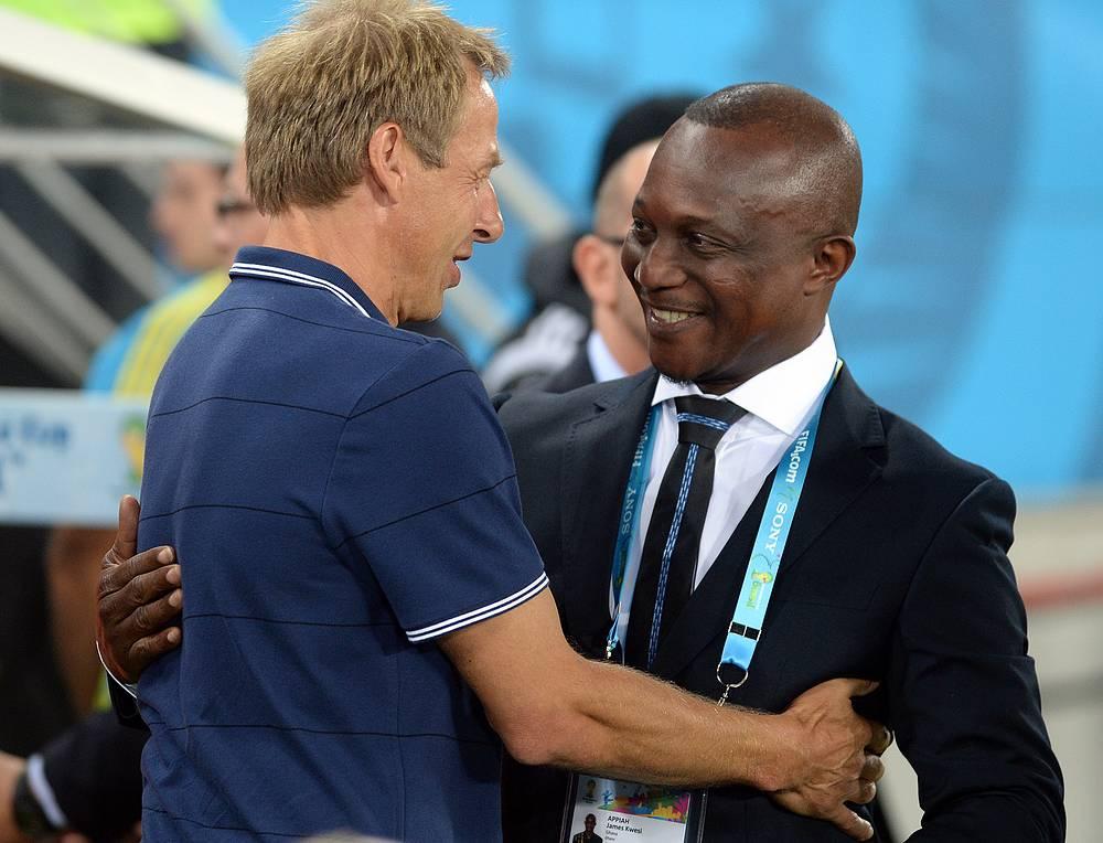 Главный тренер сборной США Юрген Клинсман и наставник команды Ганы Джеймс Аппиа (слева направо)