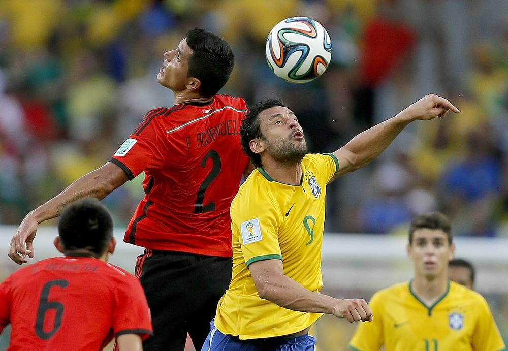 Фред (справа) против Франсиско Родригеса