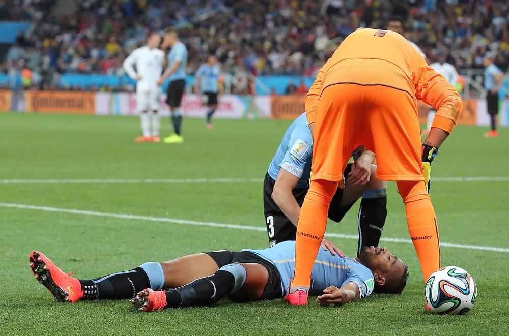 В нокдауне побывал Альваро Перейра после удара коленом в голову от Рахима Стерлинга, но смог продолжить игру