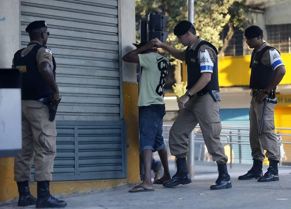 Преступность в Бразилии - одна из основных проблем в мегаполисах, связанная в первую очередь с социально-экономическим неравенством и ростом криминальных группировок в фавелах