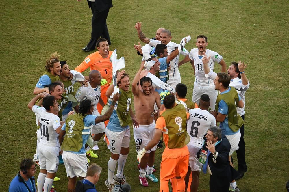 Уругвайцы вышли в плей-офф со второго места. Соперником южноамериканской команды в 1/8 финала станет победитель группы С