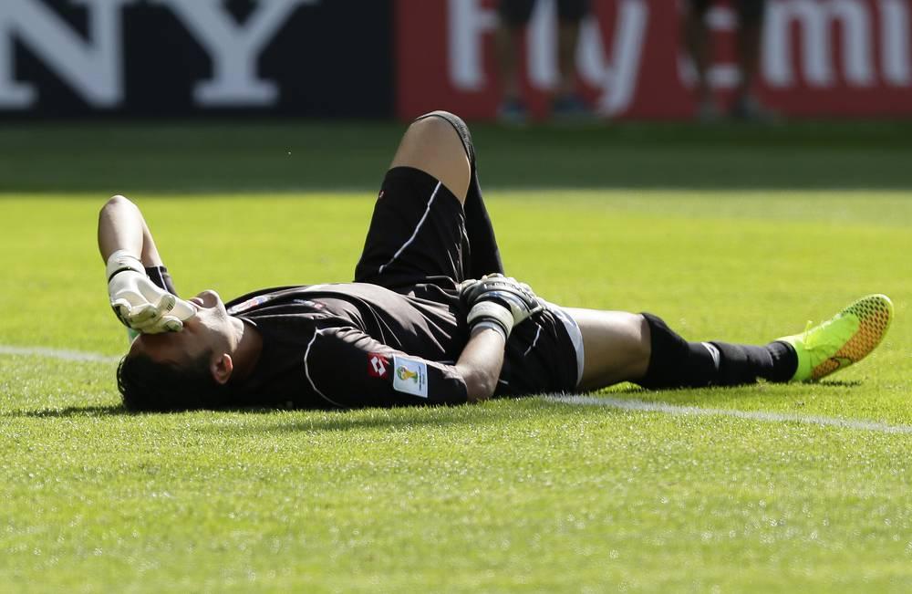 Небольшое повреждение получил голкипер сборной Коста-Рики Кейлор Навас, который в итоге был признан лучшим игроком встречи