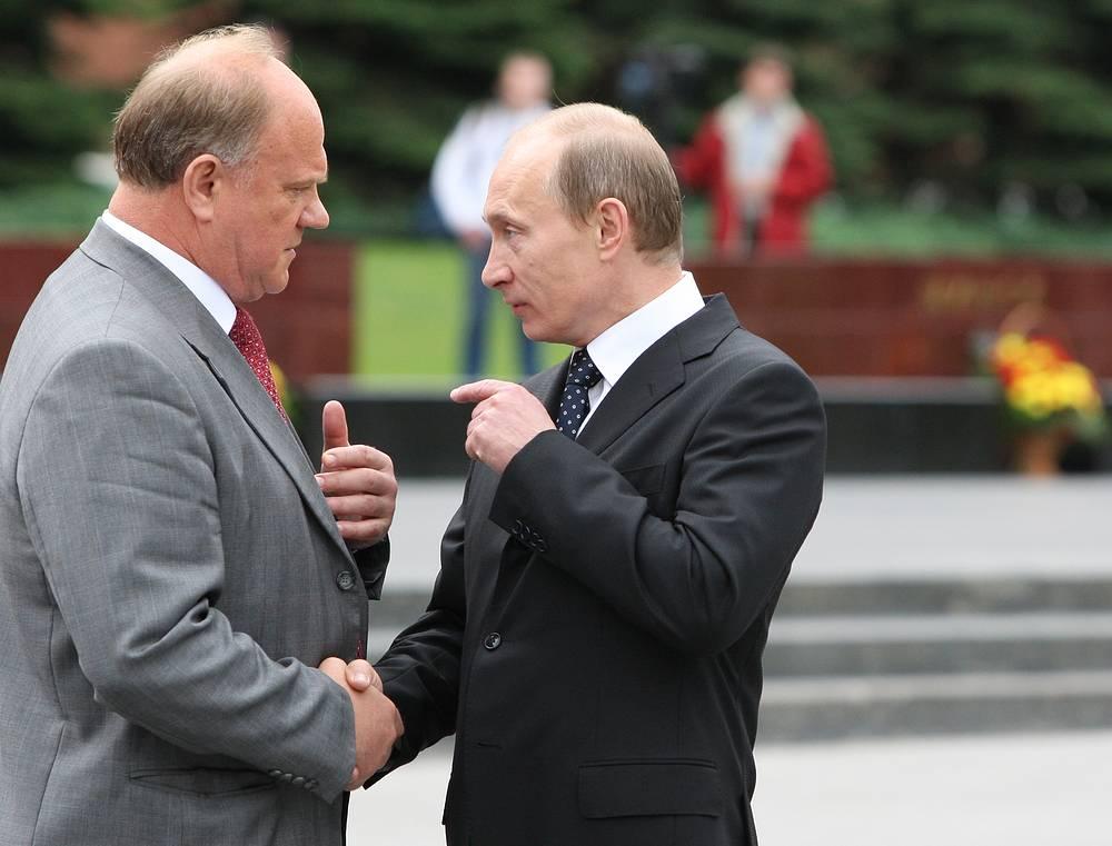 """О Владимире Путине: """"В последнее время глава государства проявляет больше реализма, он впервые заговорил о тысячелетней истории нашей державы, не разделяя ее на имперский, советский и нынешний периоды. Мы поддерживаем это"""""""