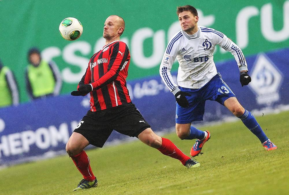 """Игрок """"Амкара"""" Мартин Якубко (слева)"""