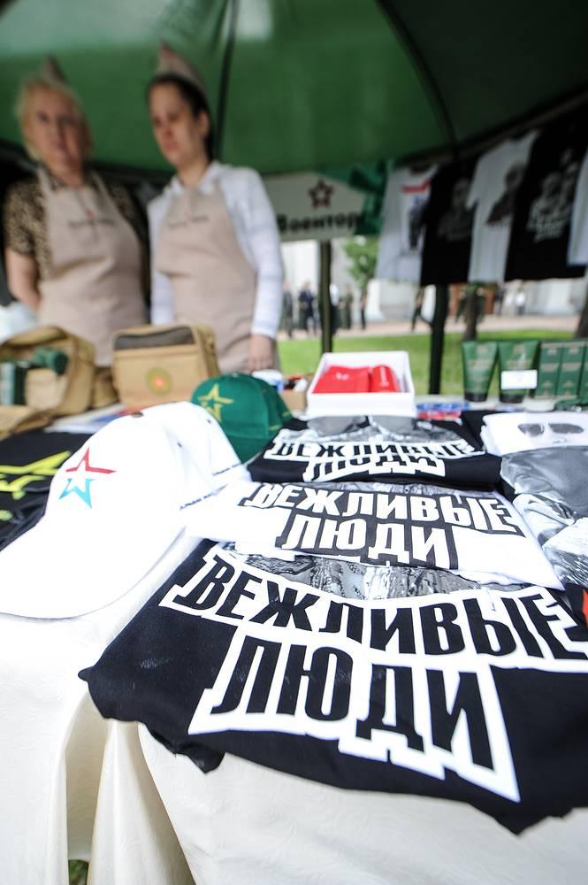Военторг представил на Дне инновации ЦВО эксклюзивную коллекцию футболок на военную тематику