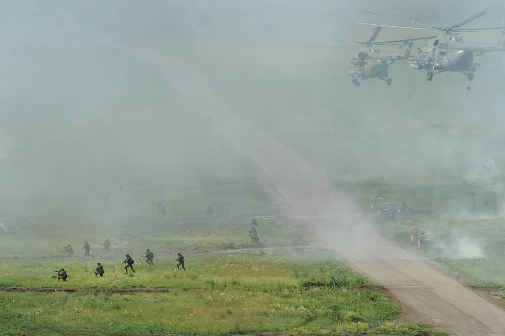 Высадка тактического десанта с вертолетов Ми-8