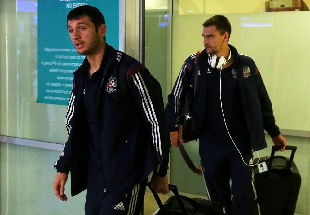 Игроки сборной России Алан Дзагоев и Георгий Щенников (слева направо)