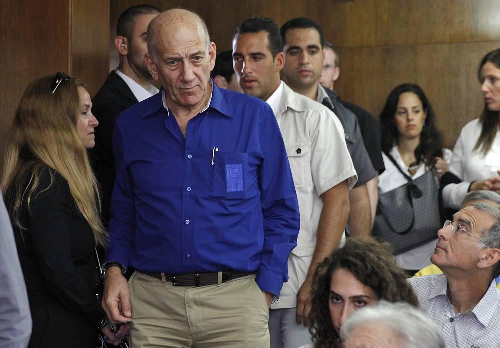 13 мая 2014 года окружной суд Тель-Авива приговорил бывшего премьер-министра Израиля Эхуда Ольмерта к шести годам тюремного заключения и двум годам условно. Он был признан виновным в получении взятки при строительстве жилого комплекса Holyland в Иерусалиме. На фото: Ольмерт перед началом оглашения судебного приговора, май 2014 года