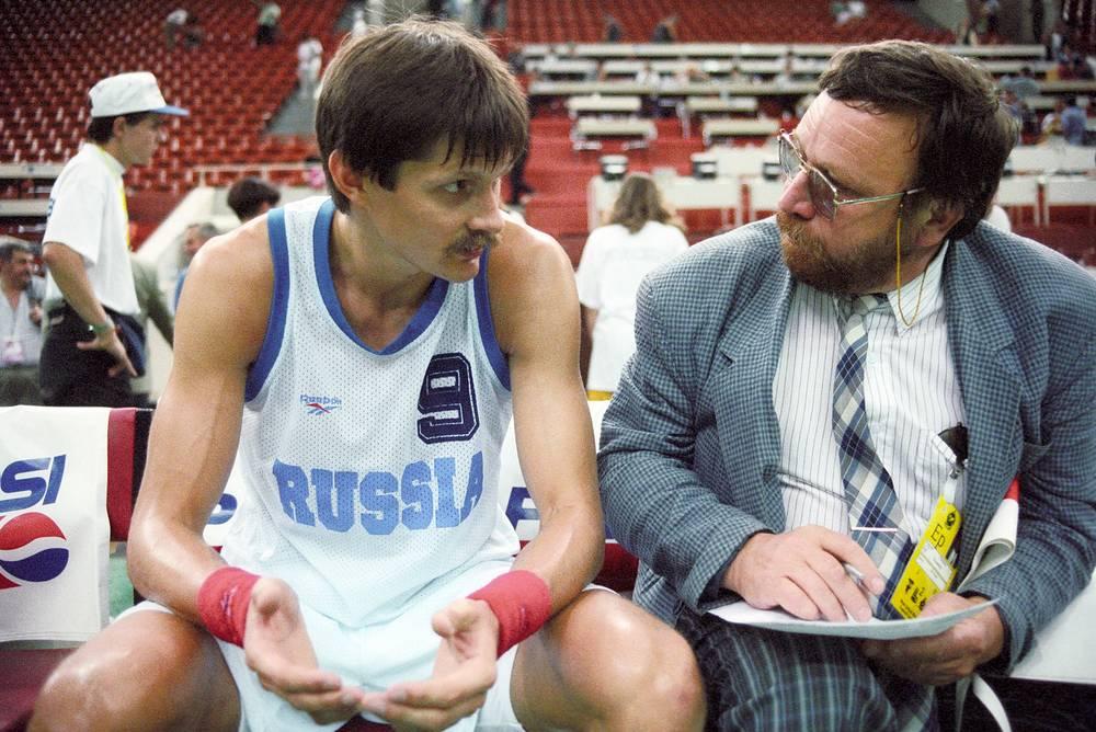 Баскетбольный матч между командами России и Китая (95:93). Капитан сборной России Сергей Базаревич  во время интерью