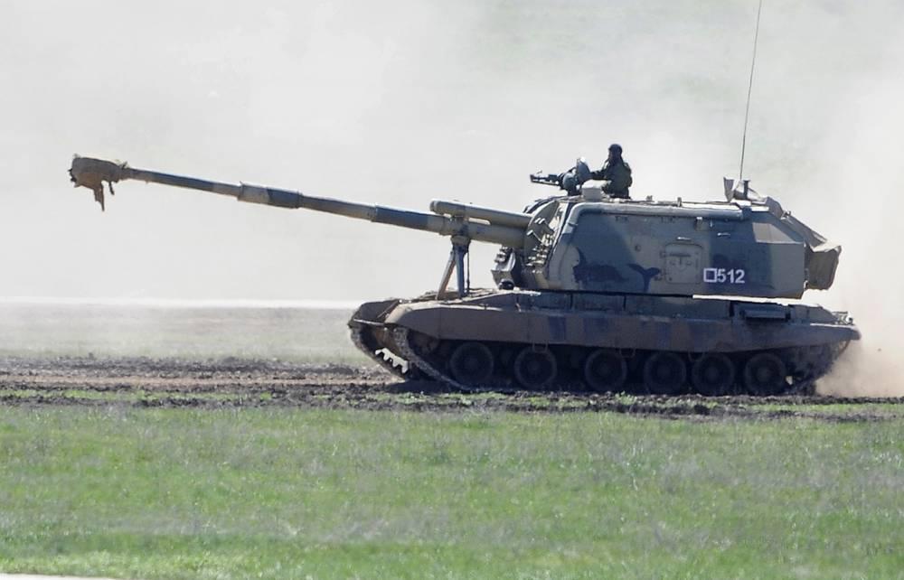 """Самоходная артиллерийская установка """"Мста-С"""" во время учений"""