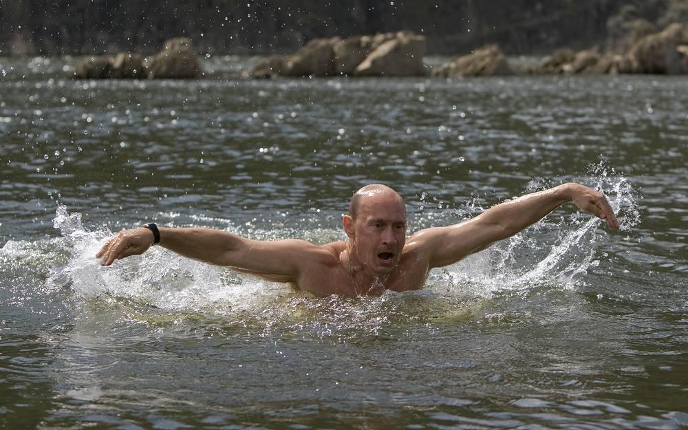 Владимир Путин во время отпуска в Республике Тыва, 2009 год