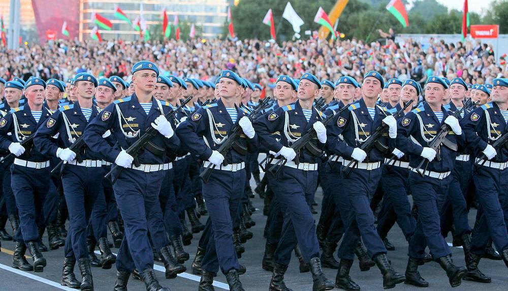 По улицам Минска прошли парадные расчеты