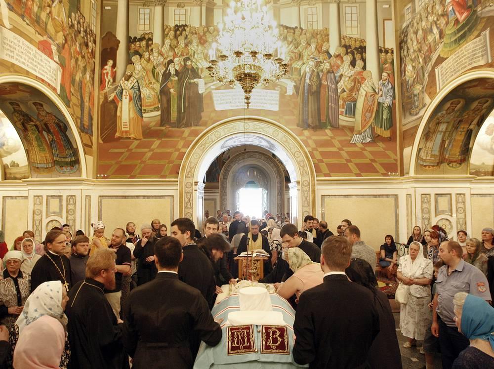 Проститься с митрополитом пришли жители Киева и украинские политики