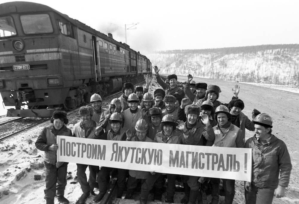 Малым БАМом принято неофициально называть линию Бамовская - Тында - Беркакит (Нерюнгри), которая соединяет основную линию БАМа с Транссибом и угледобывающим районом в Южной Якутии. Линия была сдана в эксплуатацию в 1978 году. Сейчас Малый БАМ стал частью Амуро-Якутской магистрали, линия продолжена до Томмота
