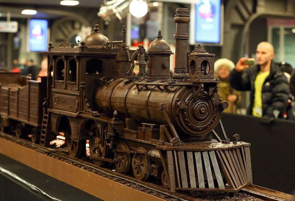 Шоколадный поезд Веlcolade Express был представлен во время Недели шоколада в Брюсселе. Поезд длиной 34 м был занесен в Книгу рекордов Гиннесса как самый длинный шоколадный поезд в мире. На его изготовление ушло 1285 кг шоколада