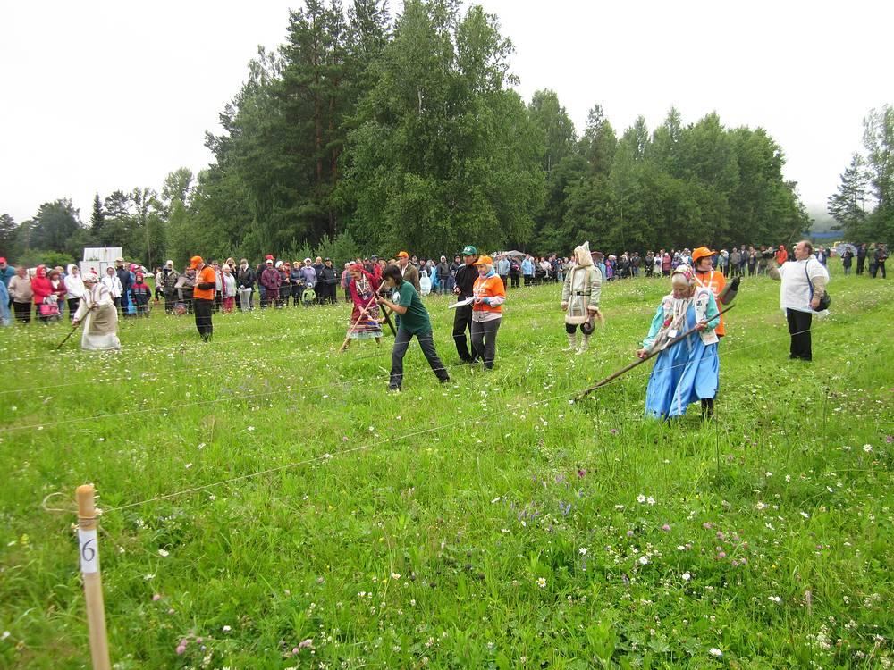 Международный турнир косарей в поселке Арти
