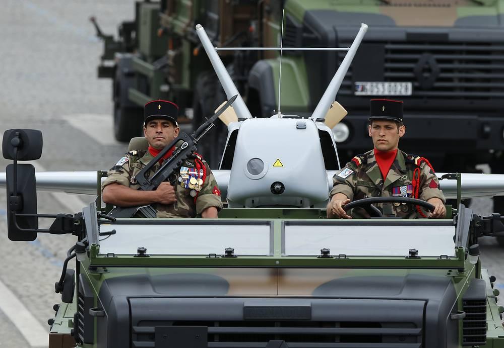 Военный грузовик с беспилотным летательным аппаратом