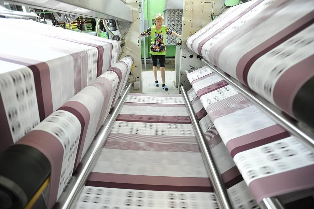 """Будет ограничена и закупка иностранной техники для текстильной промышленности. На фото: на хлопчатобумажном комбинате """"Шуйские ситцы"""" в Ивановской области"""
