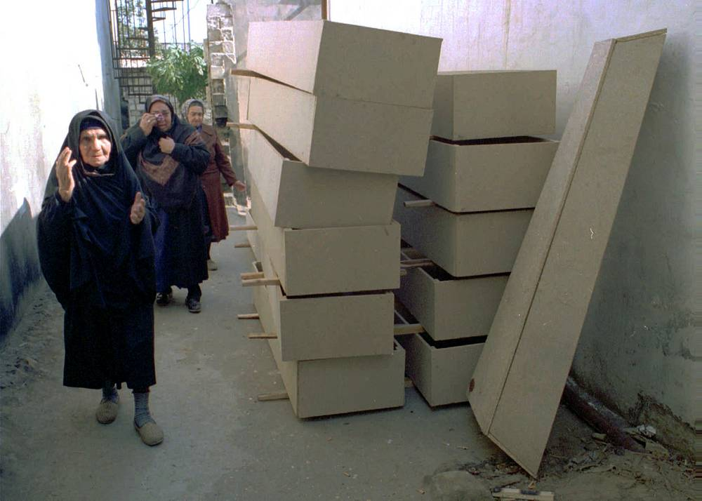 Катастрофа в Бакинском метро, Азербайджан, 28 октября 1995 года. На фото: женщины оплакивают погибших во время пожара в метро Баку