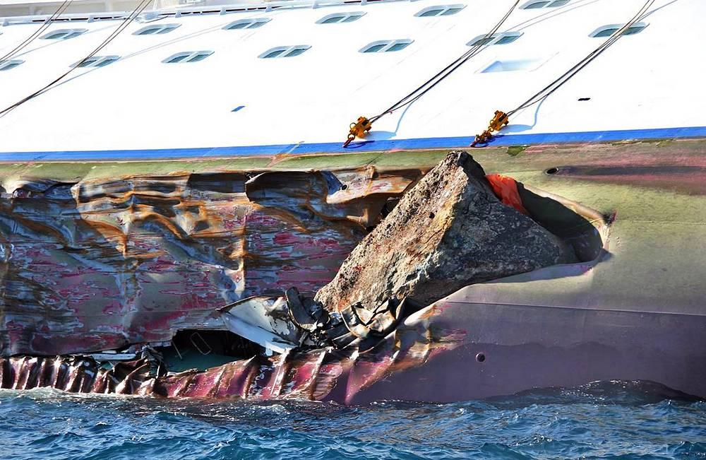 Причиной потопления судна стало столкновение с подводной скалой. Это известный на острове Джильо риф, к которому часто погружались аквалангисты