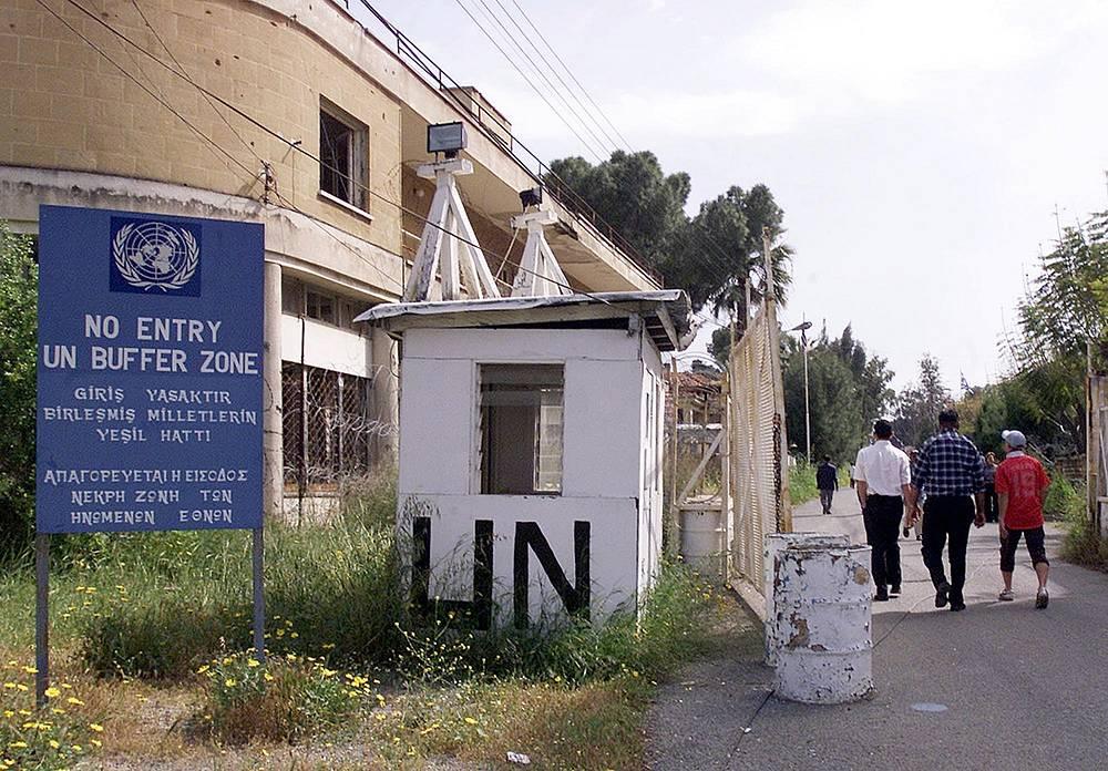 """Кипр разделяет """"зеленая линия"""", которая представляет собой буферную зону, находящуюся под контролем вооруженных сил ООН"""
