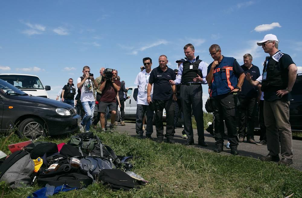 В понедельник на место крушения прибыла группа международных специалистов для опознания погибших