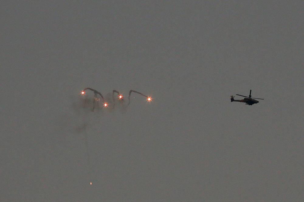 В ночь на 22 июля израильская армия нанесла более 100 ударов по целям в районе Шуджайя в центральной части города Газа. На фото: израильские вертолеты в секторе Газа
