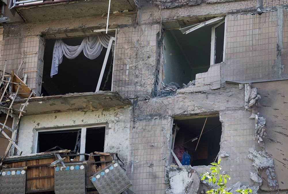 """По данным местных СМИ, украинские силовики продолжают обстрел жилых кварталов города из """"Градов"""""""
