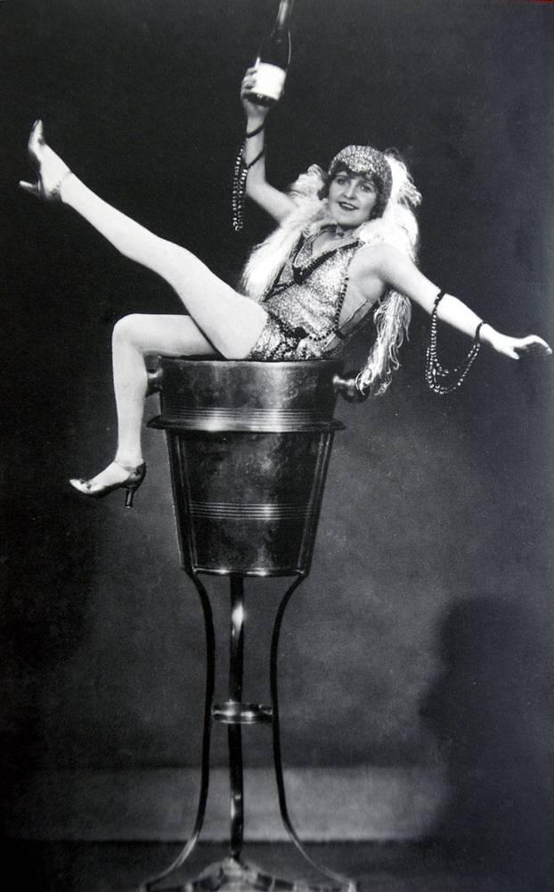 """""""Шапманское"""", 1928 год,  105 мин. Непривычно легкая комедия о том, как миллионер решает разрушить помолвку дочери, притворившись банкротом"""