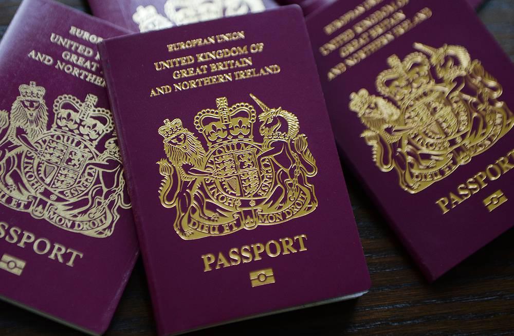 В Великобритании в июле сотрудники паспортной службы провели забастовку против сокращения рабочих мест и требовали увеличения зарплат. Вследствие проблем в паспортной службе МВД Великобритании в очереди на выдачу скопилось уже более 30 тыс. загранпаспортов, а многие граждане страны не смогли улететь в отпуска