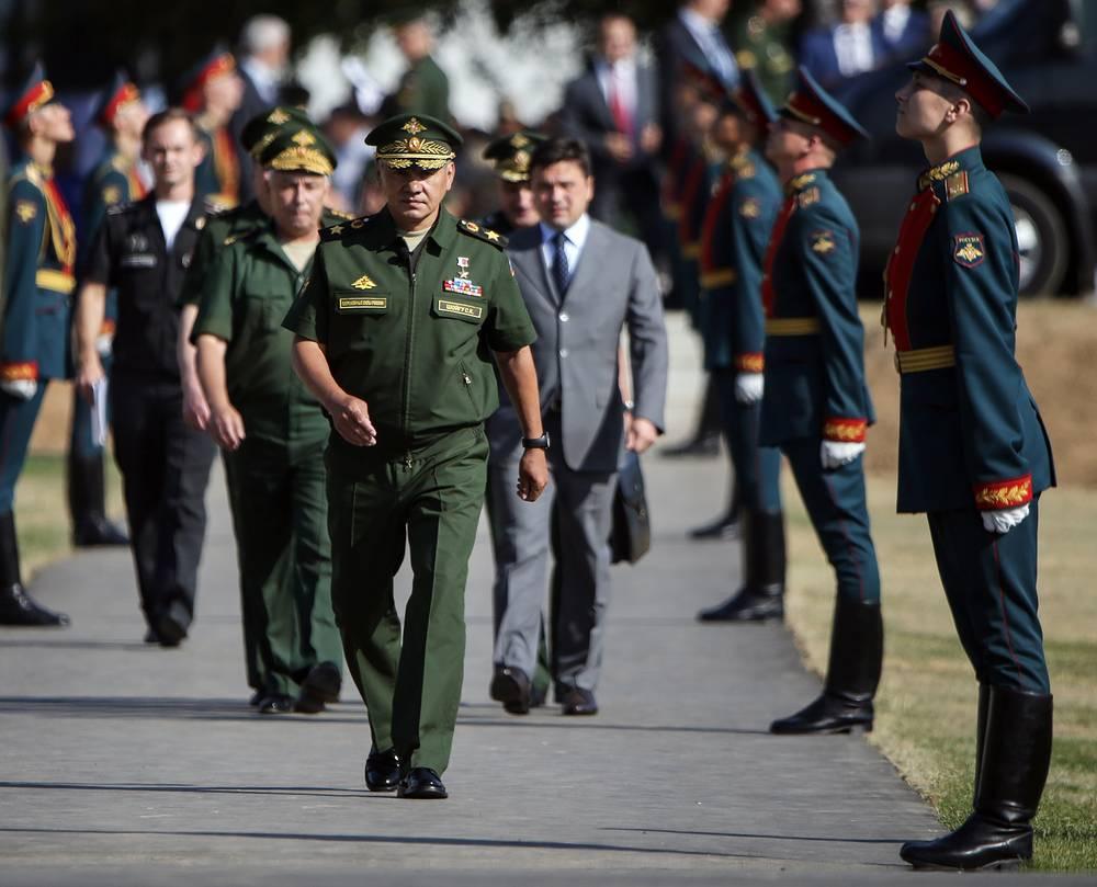 Выступая на церемонии открытия состязаний, министр обороны РФ генерал армии Сергей Шойгу назвал событие новой страницей в международном военном сотрудничестве
