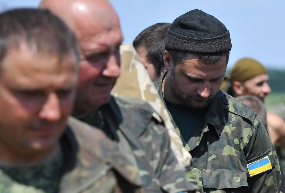 Офицеры 72-й моторизованной бригады ВС Украины и национальной пограничной службы приняли решение выводить подчиненных на территорию России из-за отсутствия приказов командования, отсутствия боеприпасов и продуктов питания