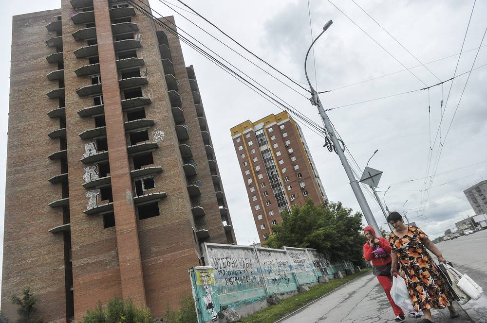 Долгострой на перекрёстке улиц Фрунзе и Кошурникова