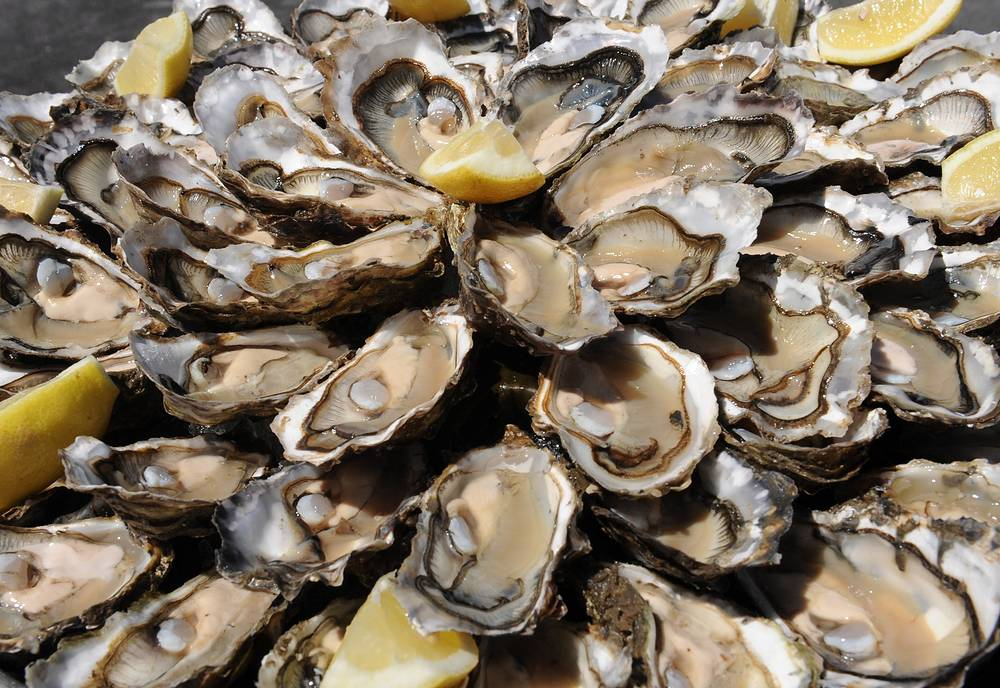 Французские устрицы (в 2013 году доля рыбы и морепродуктов, ввезенных из подвергнутым санкциям стран, в годовом потреблении РФ составила 13,3%)