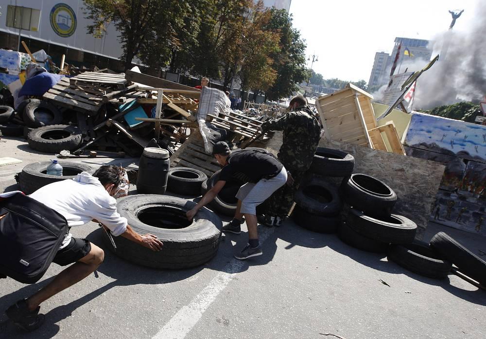 Уборка площади ведется в связи с подготовкой сил МВД ко дню Независимости 24 августа