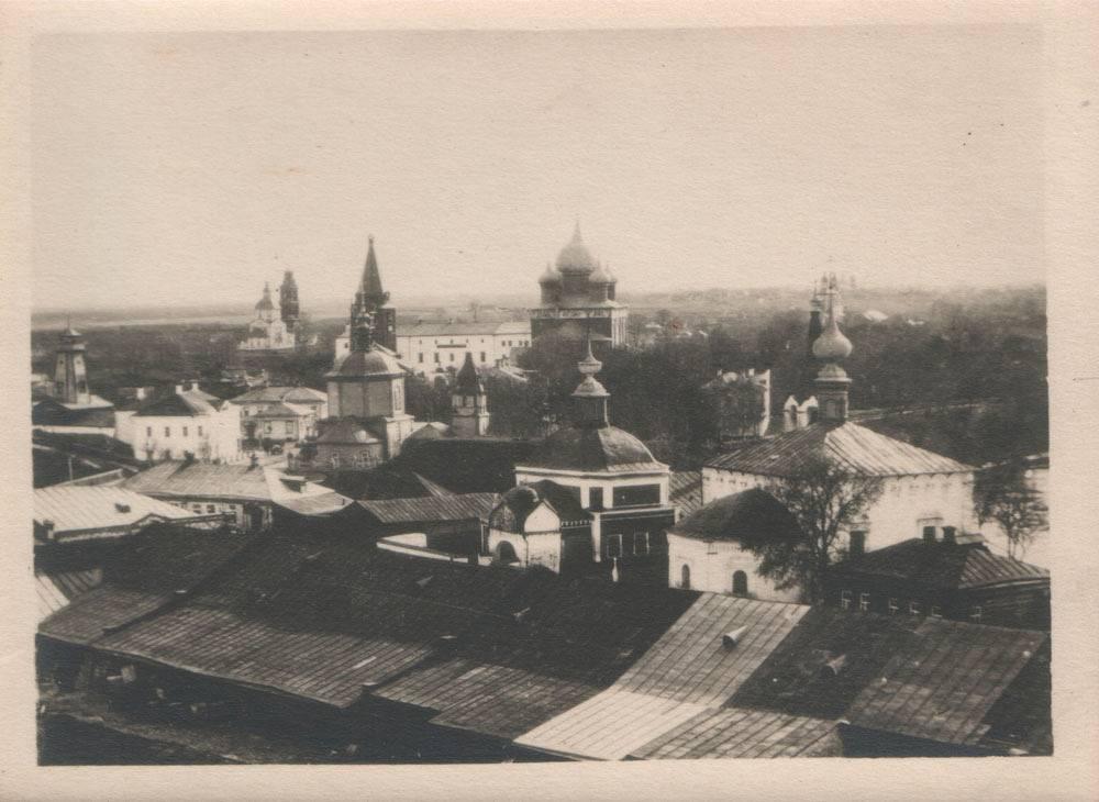 Вид c колокольни Воскресенской церкви на Кремль