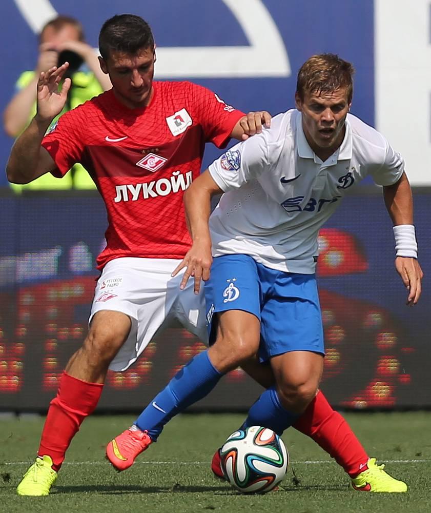 Спартаковец Сальваторе Боккетти и динамовец Александр Кокорин (слева направо)