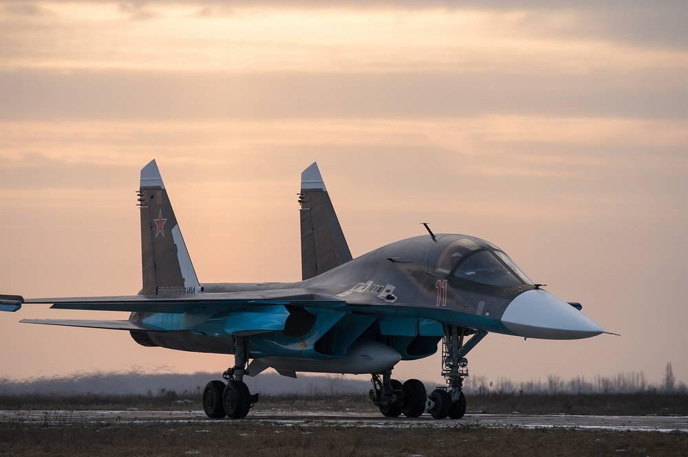 Всепогодный двухместный истребитель-бомбардировщик Су-34