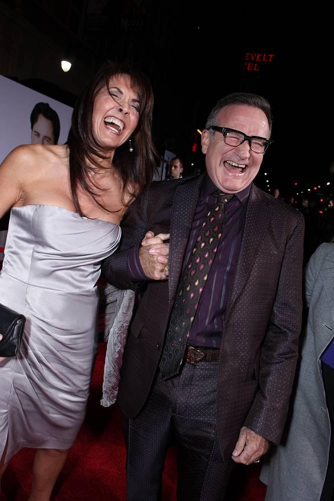 """Сьюзан Шнайдер и Робин Уильямс на мировой премьере фильма """"Старые псы"""" в Голливуде, 2009 год"""