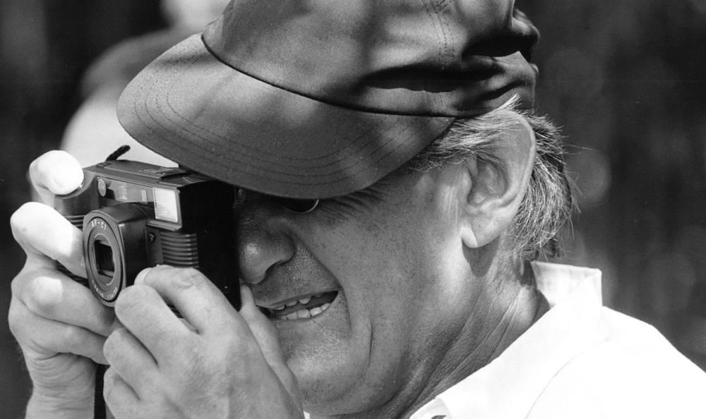 Один из известных фотографов XX века Хельмут Ньютон является признанным классиком рекламной и журнальной фотографии. Его работы отличаются откровенностью и провокационностью. С конца 1960-х годов его фотографии украшали страницы ведущих глянцевых журналов мира