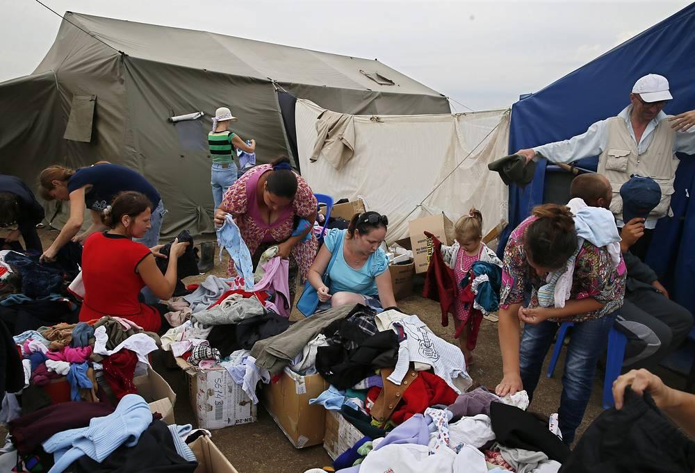 Самое большое количество беженцев - более 55 тыс. человек - находится в пунктах временного размещения в Ростовской области