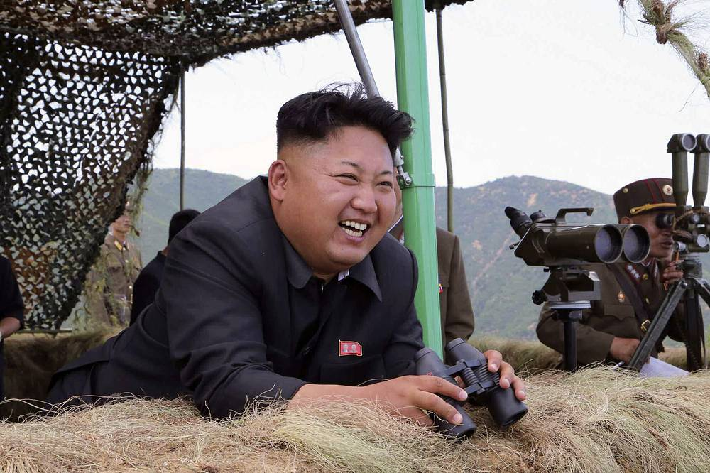 """Самый молодой глава государства - Ким Чен Ын. Третий сын лидера КНДР Ким Чен Ира после смерти отца 17 декабря 2011 года был официально объявлен """"великим наследником"""". Точный возраст Ким Чен Ына неизвестен: называются разные даты его рождения - 8 января 1982, 1983 или 1984 года"""