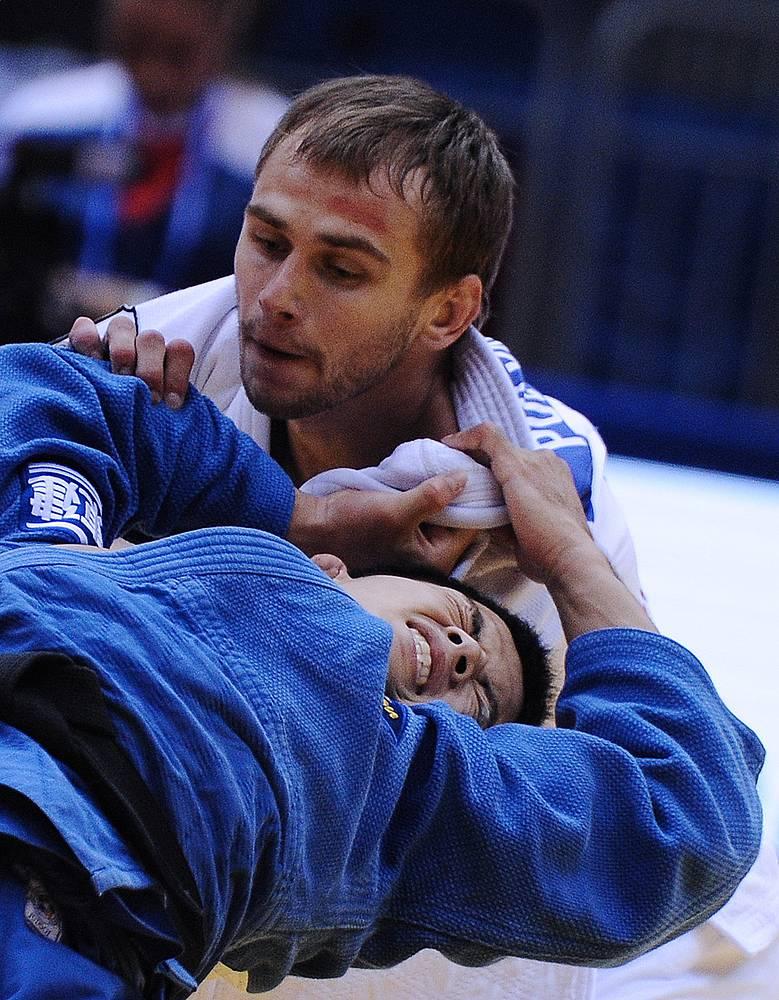 Серебряный призер ЧМ Михаил Пуляев (66 кг) и японец Кенго Такаичи