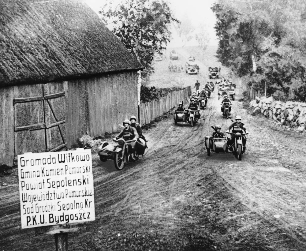 В 04:45 по местному времени 1 сентября 1939 года войска Германии и союзной ей Словакии начали наступление по всей польской границе. На фото: германские войска на территории Польши. Сентябрь 1939 года