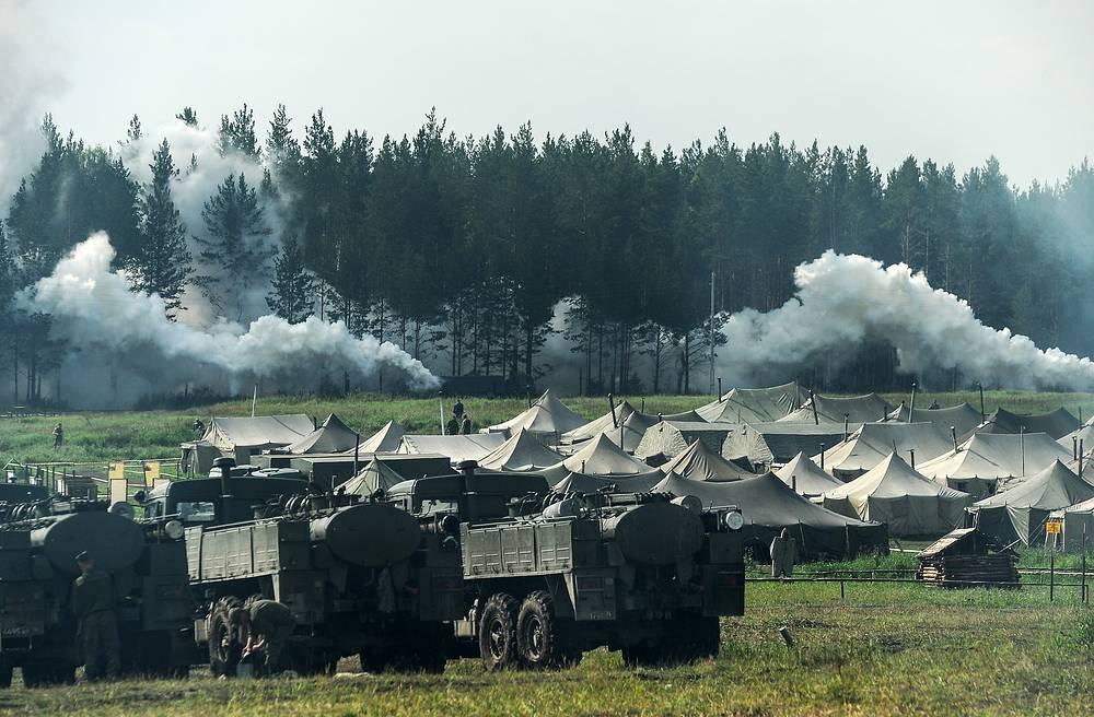 Военнослужащие бригады радиационной, химической и биологической защиты Центрального военного округа во время учений, 21 августа 2014 года.
