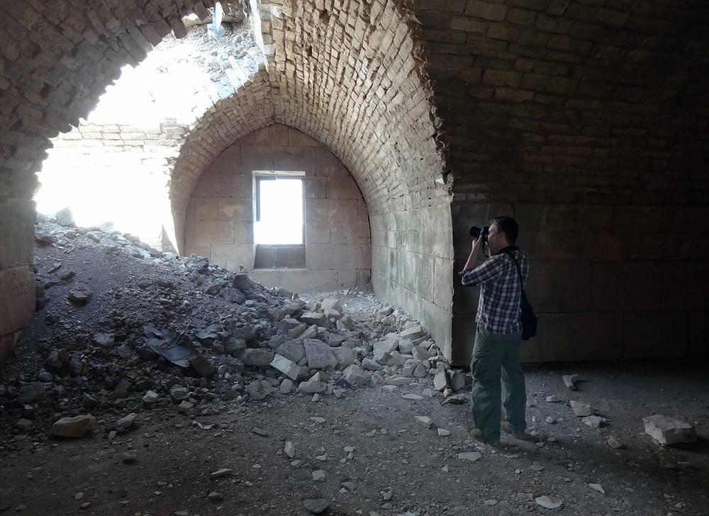 В крепости Крак де Шевалье, после того как сирийские правительственные войска отбили ее у повстанцев