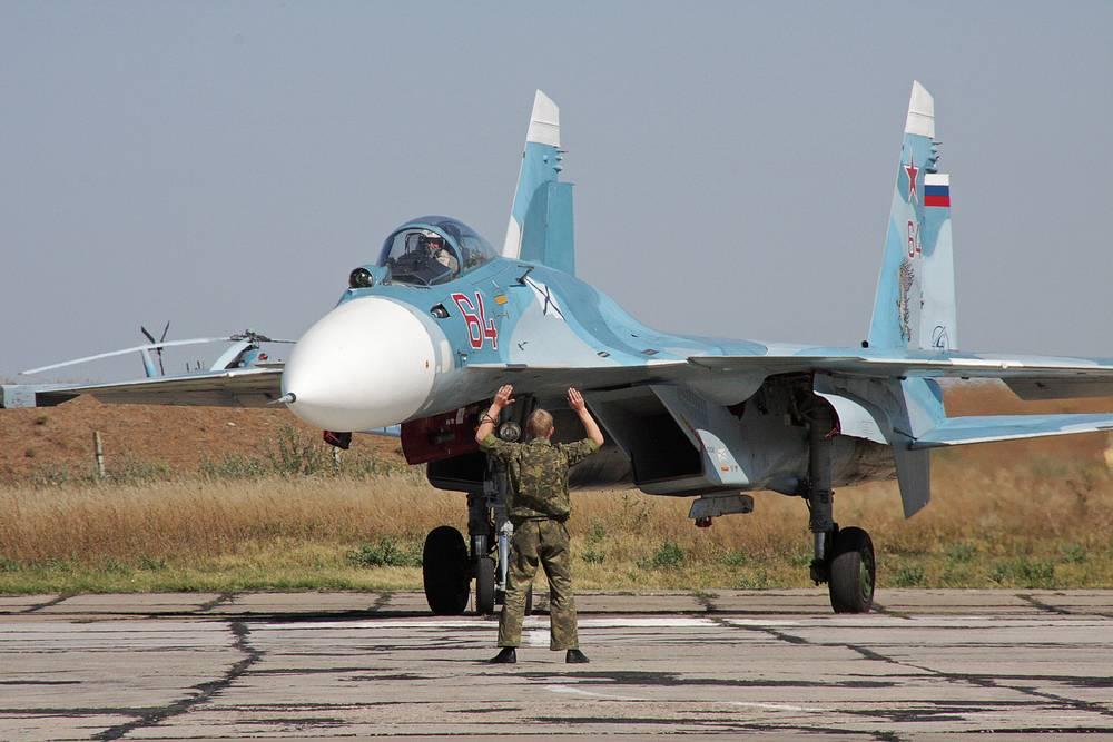 Тренировка летчиков палубной авиации Северного флота РФ на научно-испытательном тренажере корабельной авиации (НИТКА)