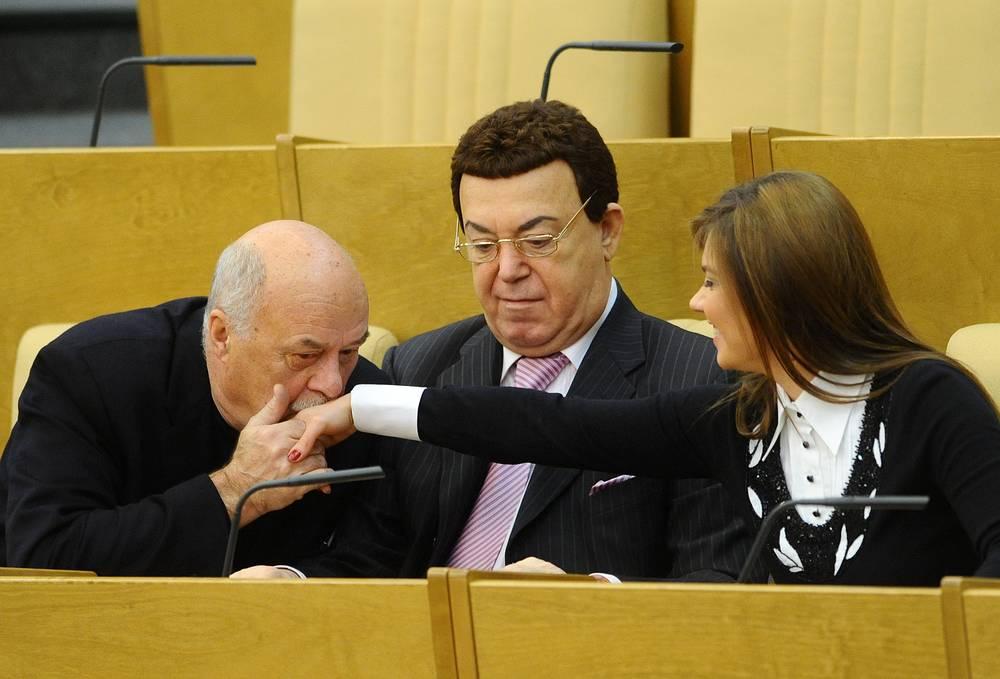 Члены думского комитета по информполитике Станислав Говорухин и Иосиф Кобзон и депутат Алина Кабаева